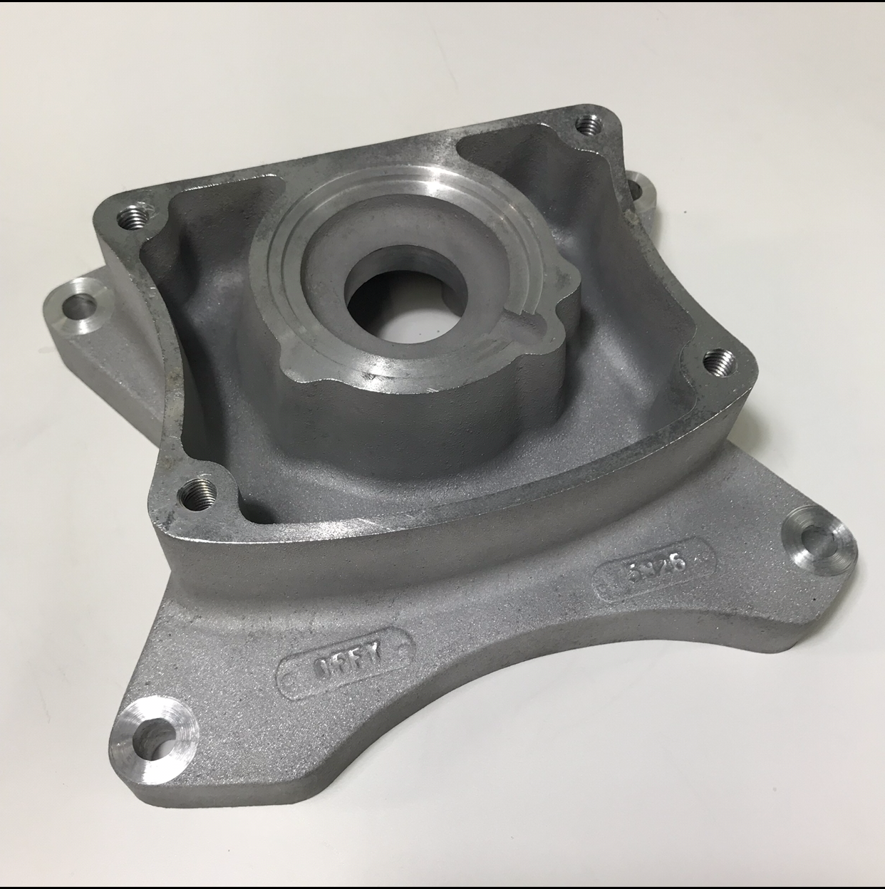 Offenhauser Ford 289-302 - 65-70 6 Bolt Bell Hsg. Transmission Bolt Flanges to Jeep & Toyota Transmissions